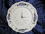 A/  Pendule assiette, décor de roses bleues