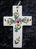 Croix faïence à suspendre décor renoncule et pois de senteur